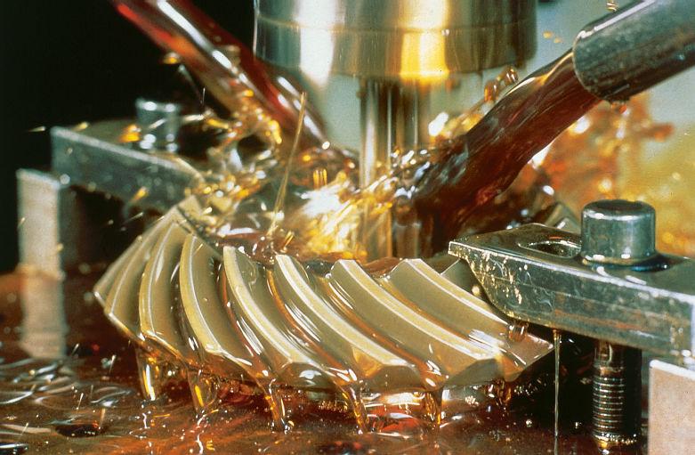 Consumi prea multa emulsie sau ulei cu CNC-urile?